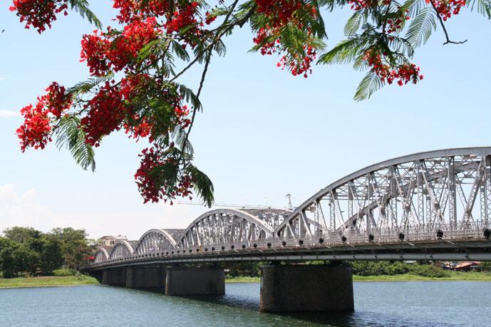 Pont de Truong Tien, Hue, Vietnam